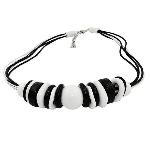 Kette, Perle und Ringe schwarz-weiß